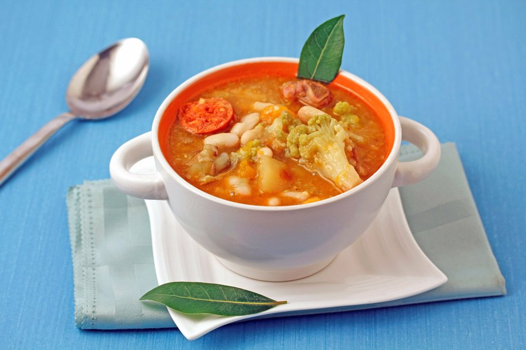 Stewed white beans with vegetables and chorizo : Stock Photo