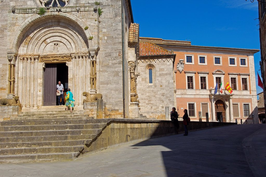 Collegiate church, San Quirico d´Orcia, Val d´Orcia, UNESCO World Heritage Site, Siena Province, Tuscany, Italy : Stock Photo