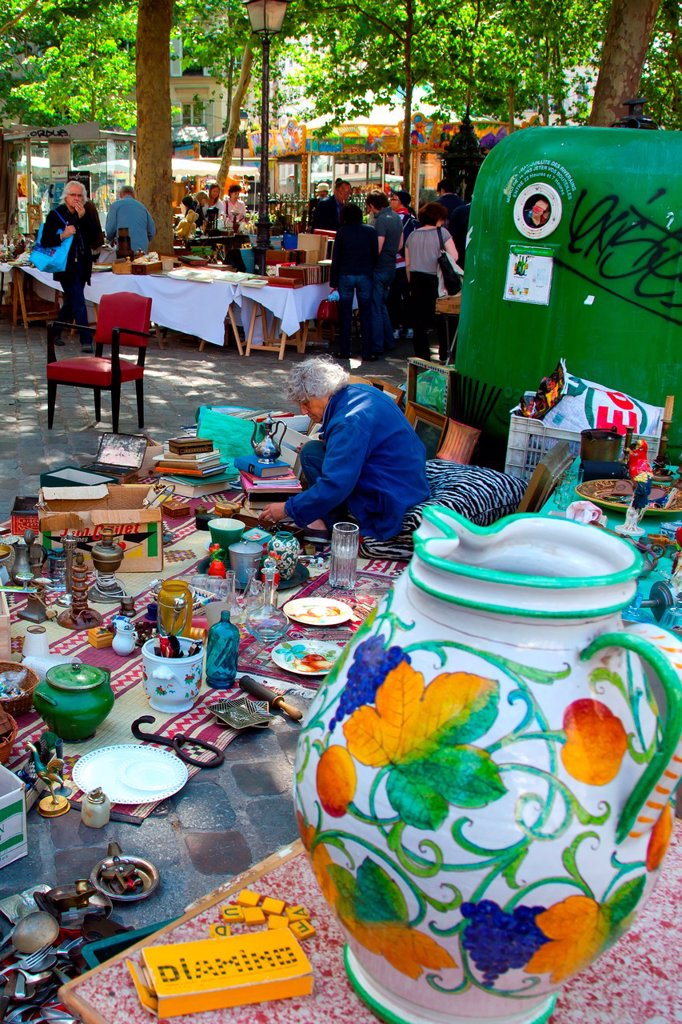 Stock Photo: 1566-1089734 Weekend market in Place des Abbesses in the Montmartre district of Paris, France