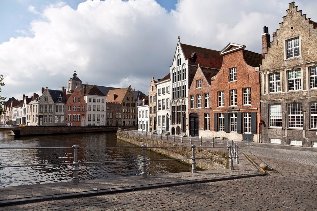 Stock Photo: 1566-1095314 Spiegeireu canal, near of Jan van Eyckplein square, Bruges, Flanders, Belgium