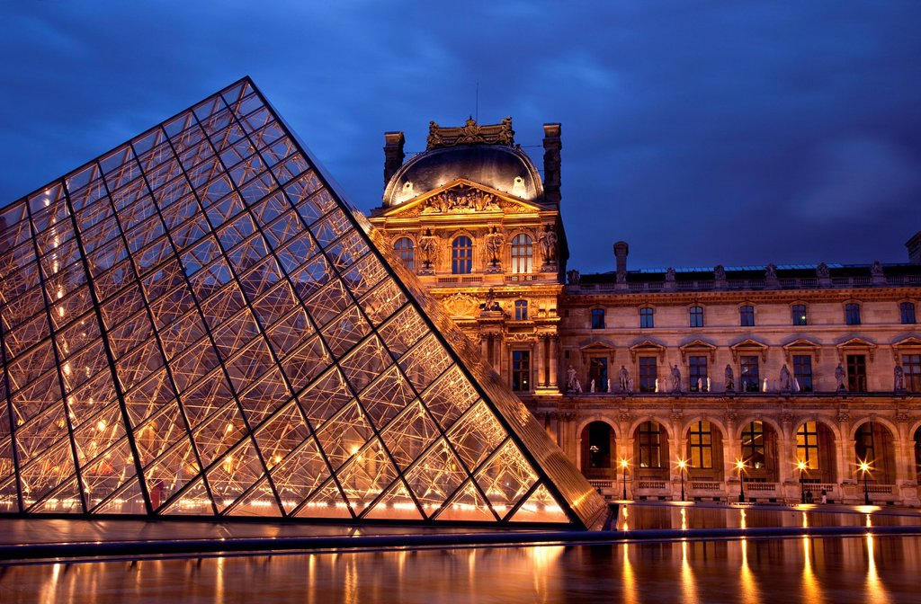 Stock Photo: 1566-1098106 Courtyard of Musee du Louvre at twilight, Paris France