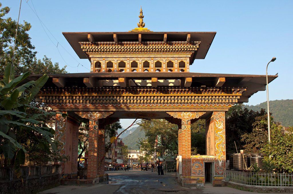 The Gate of Bhutan at the border between Jaigoan, West Bengal, India, and Phuentsholing, view from the Bhutanese side, Phuentsholing, Bhutan : Stock Photo