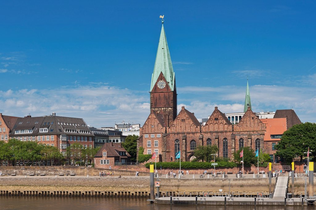 View over the Weser to the Schlachte and the St Martini church As Schlachte the historic waterfront is called on the Weser The church is one of the oldest in the city The late-Gothic brick building is located in the old town of Bremen, Germany, Europe : Stock Photo