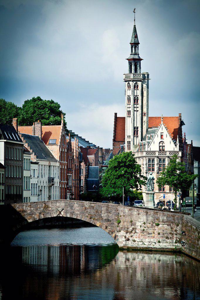 Stock Photo: 1566-1099526 Spiegeireu canal, near of Jan van Eyckplein square, Bruges, Flanders, Belgium