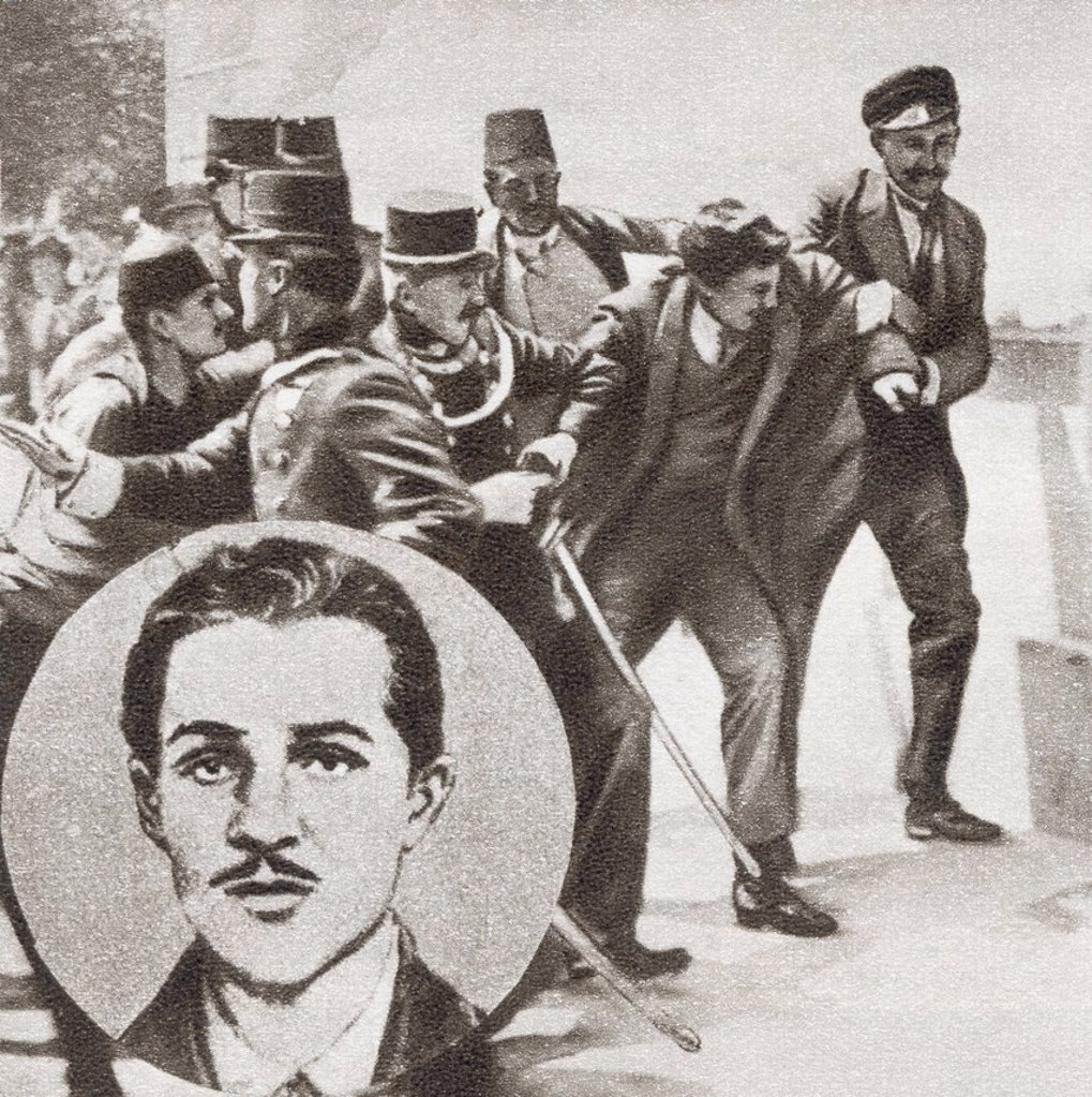 The police arresting Gavrilo Princip, 1894 -1918  Bosnian Serb who assassinated Archduke Franz Ferdinand of Austria and his wife, Sophie, Duchess of Hohenberg, in Sarajevo on 28 June 1914  From The Story of 25 Eventful Years in Pictures, published 1935 : Stock Photo