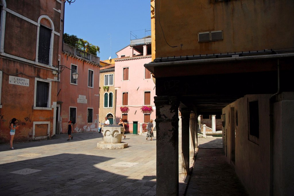 Stock Photo: 1566-1104343 Campo San Canzian, Cannarégio sestiere, Venice, Veneto, Italy, Europe