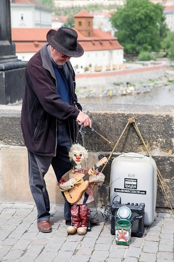 Stock Photo: 1566-1108037 An entertainer with his marionette on the Charles Bridge in Prague