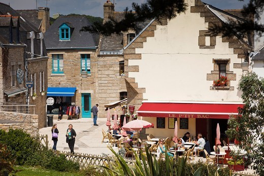 Stock Photo: 1566-1108480 People relaxing in Concarneau, Finistere, Brittany, France