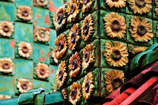 Sunflowers ceramic tiles at El Capricho by architect Gaudi, Comillas, Cantabria, Spain : Stock Photo