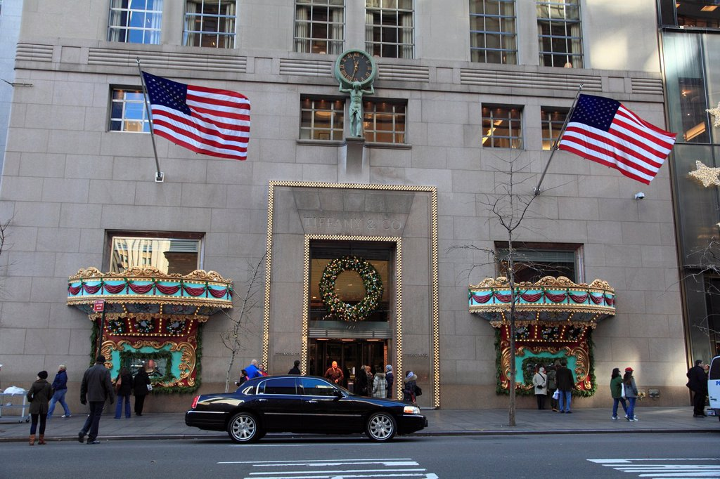 Stock Photo: 1566-1114165 Tiffany & Co  jewelry store decorated for Christmas holiday shopping season, Fifth Avenue, Manhattan, New York City, USA on Thursday