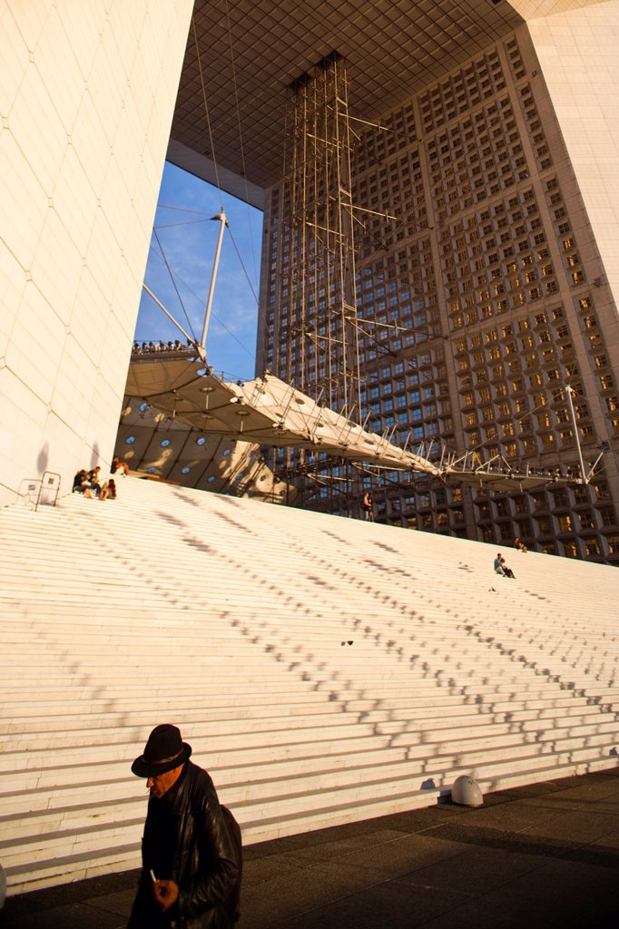 Le Grande Arche in La Defense, the main bussines district in Paris, France : Stock Photo