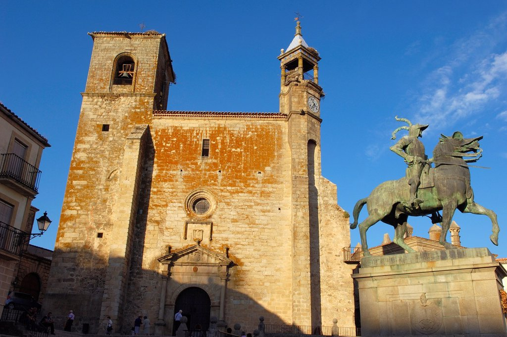 San Martin church and Monument to Francisco Pizarro on Plaza Mayor (main square), Trujillo, Caceres province, Extremadura, Spain, Europe : Stock Photo