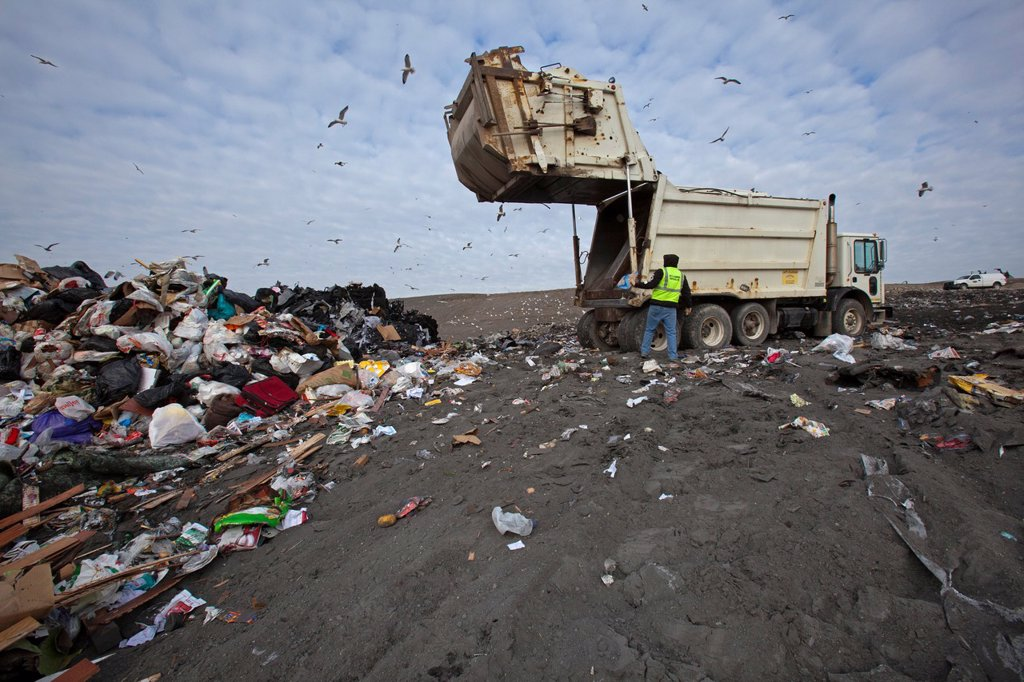 Smith´s Creek, Michigan - A truck dumps garbage at St  Clair County´s Smith´s Creek Landfill  Landfill operators collect methane from decaying refuse and burn it to generate electricity : Stock Photo