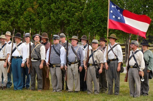 Company of conscripted Confederate soldiers at attention with first seven star National flag in Milton Ontario Canada reenactement : Stock Photo