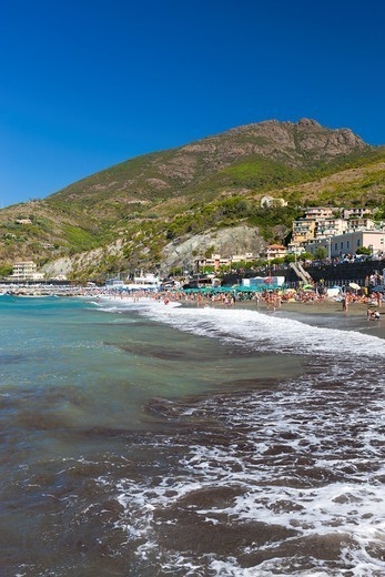People at beach, Levanto, Comunita Montana della Riviera Spezzina, Province of La Spezia, Cinque Terre National Park, Liguria, Italy : Stock Photo