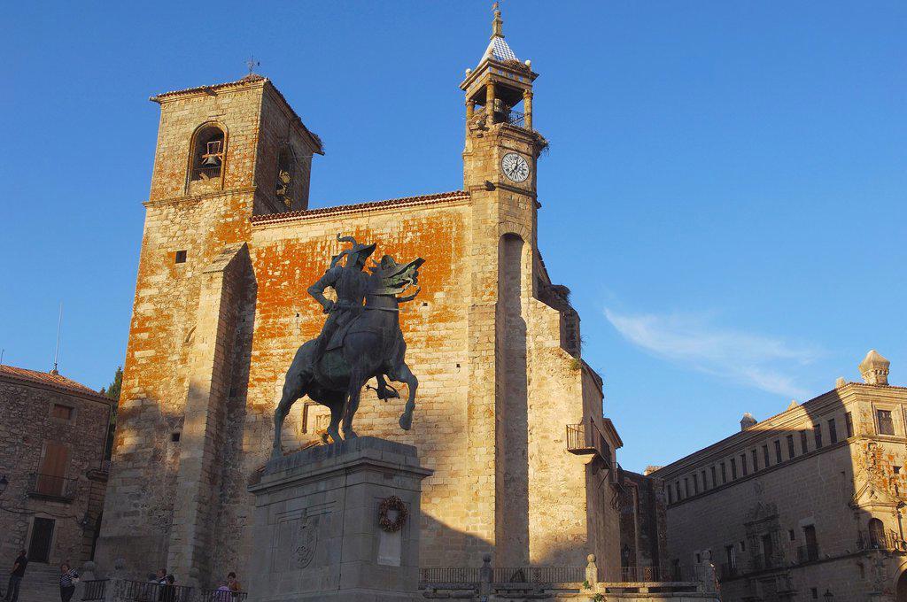 San Martin church and Monument to Francisco Pizarro on Plaza Mayor (main square), Trujillo, Caceres province, Extremadura, Spain, Europe : Stock Photo