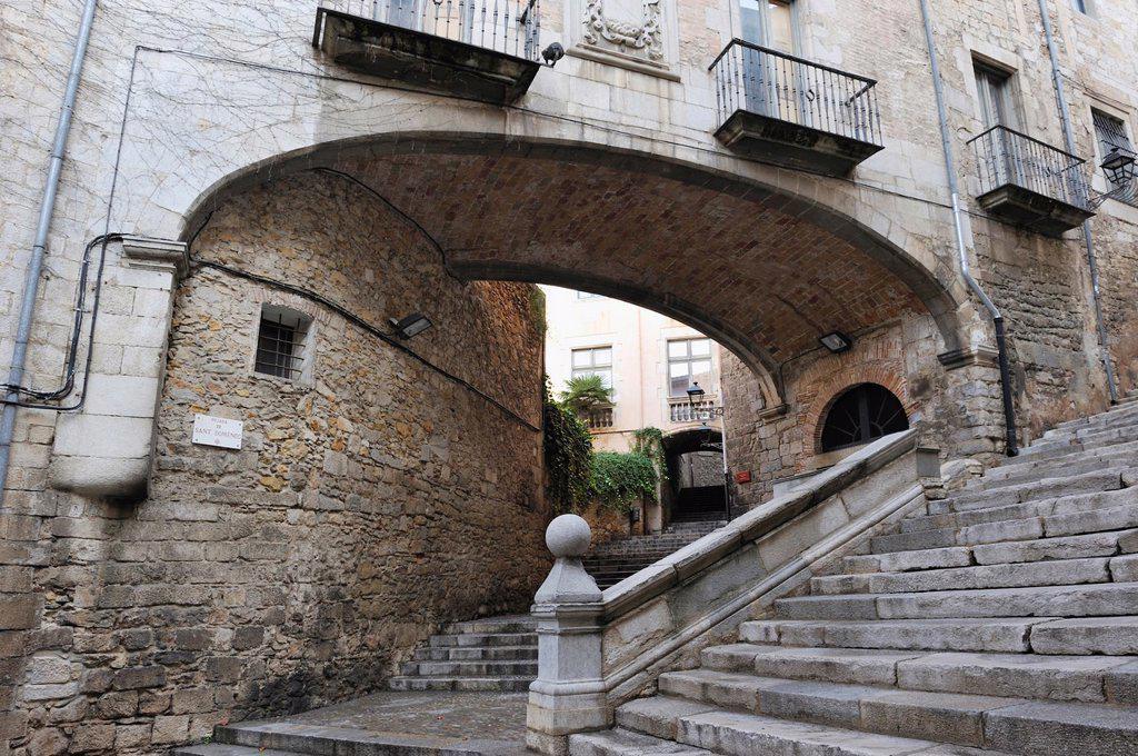 Stock Photo: 1566-1122927 Escola Pia sidestepping, Girona, Autonomous community of Catalonia, Spain, Europe