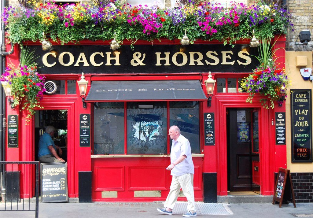 Stock Photo: 1566-1125321 Colourful pub in London´s Covent Garden area on a sunny Summer Sunday