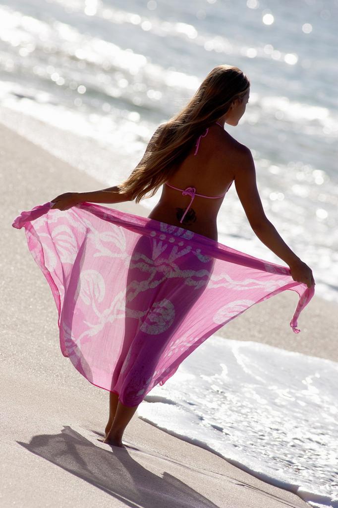 Stock Photo: 1566-1125475 Shapely woman with sarong at the beach at Makena, Maui, Hawaii