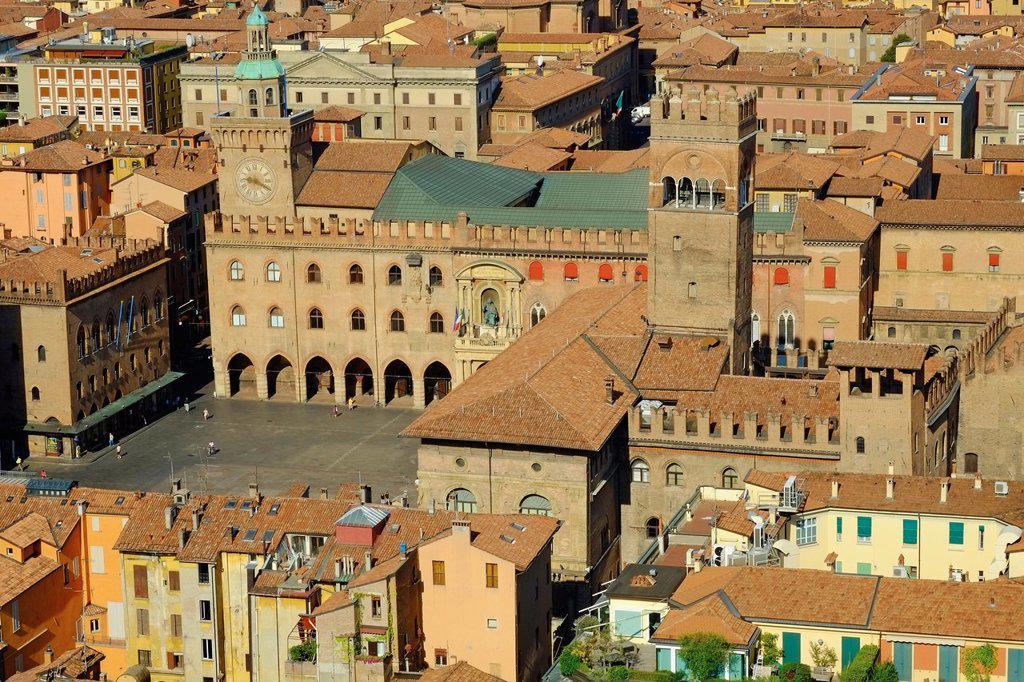 Italy, Emilia-Romagna, Bologna, the Piazza Maggiore : Stock Photo