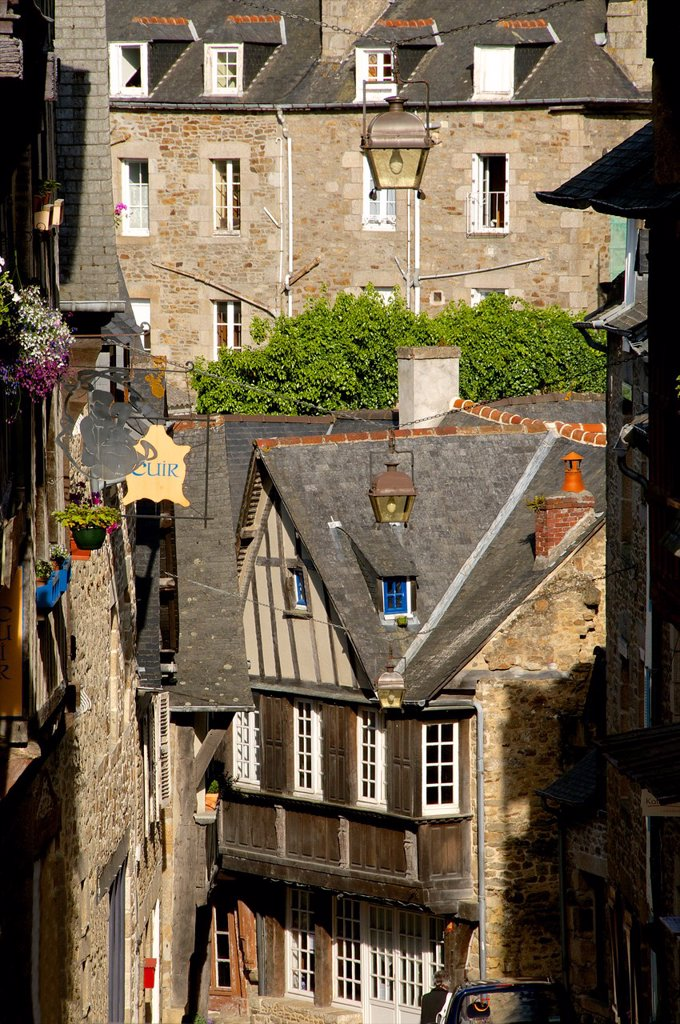 Stock Photo: 1566-1129594 Medieval corbelled and half timbered mansions, in cobbled street, Old Town, Dinan, Brittany, Cotes d´Armor, France