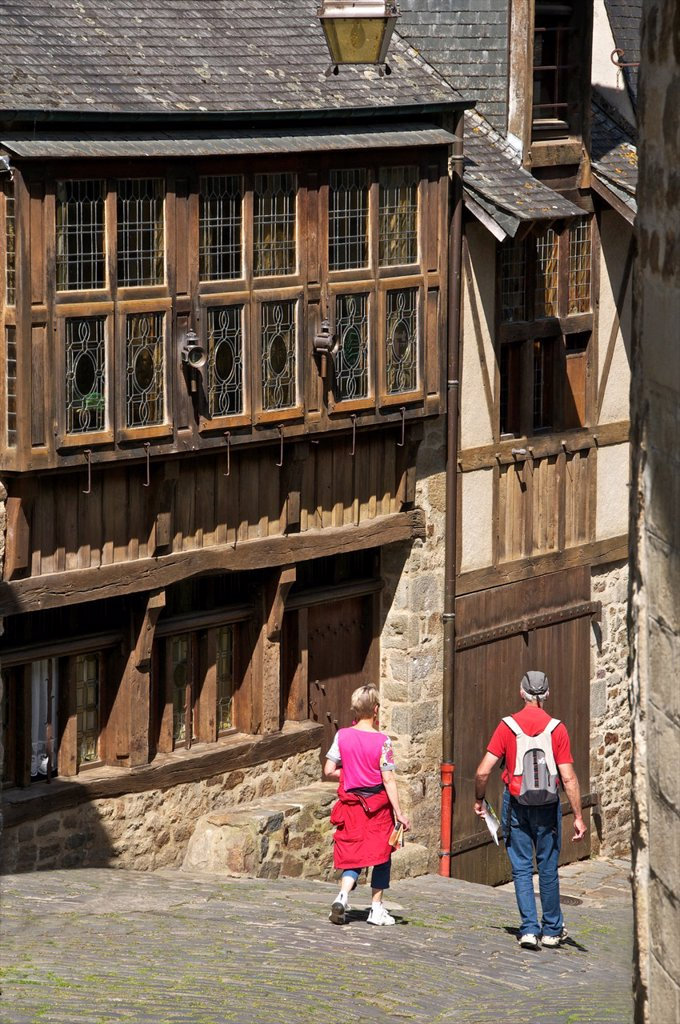 Governor´s house, 15th c  mansion, in old cobbled street, Old Town, Dinan, Cotes d´Armor , Brittany, France : Stock Photo