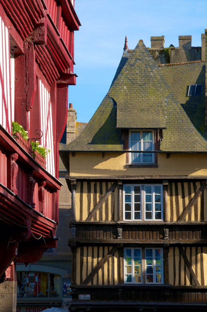 Stock Photo: 1566-1130203 Medieval corbelled and half timbered mansions, in cobbled street, Old Town, Dinan, Brittany, Cotes d´Armor, France