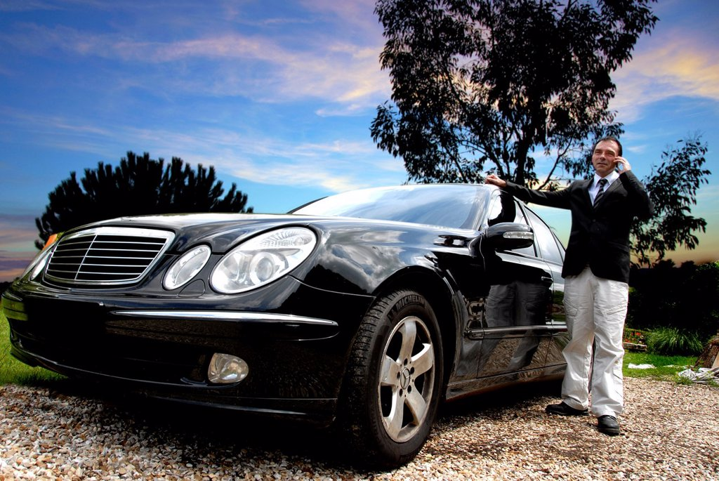 Man close to his car : Stock Photo