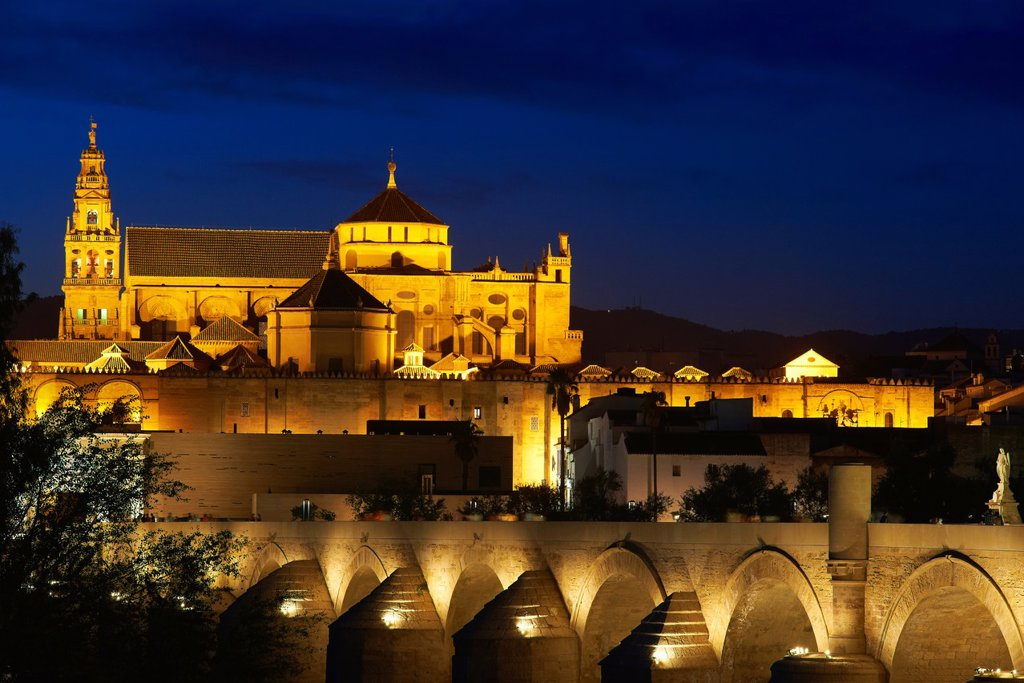 Stock Photo: 1566-1131170 Guadalquivir river, Roman bridge and mosque-cathedral at Dusk  Córdoba  Andalusia  Spain