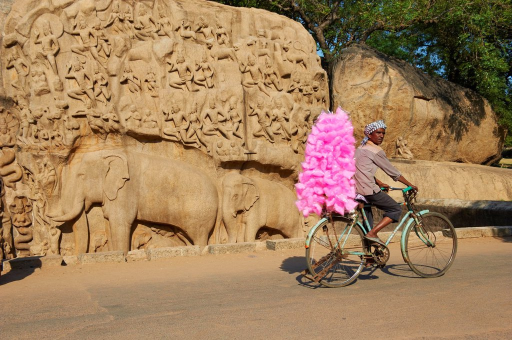India, Tamil Nadu, Mamallapuram or Mahabalipuram, Arjunas Penance granite carvings, Unesco world heritage : Stock Photo