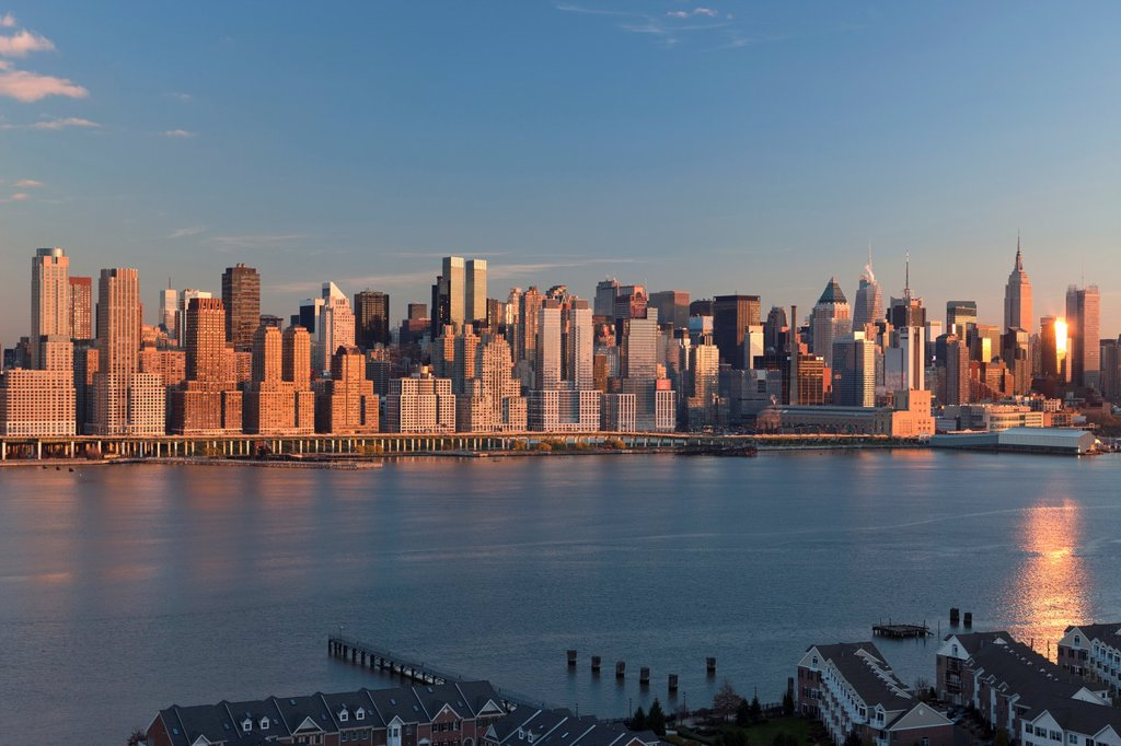 Stock Photo: 1566-1135558 MIDTOWN SKYLINE HUDSON RIVER MANHATTAN NEW YORK CITY USA