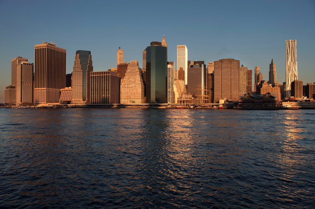DOWNTOWN SKYLINE EAST RIVER MANHATTAN NEW YORK CITY USA : Stock Photo