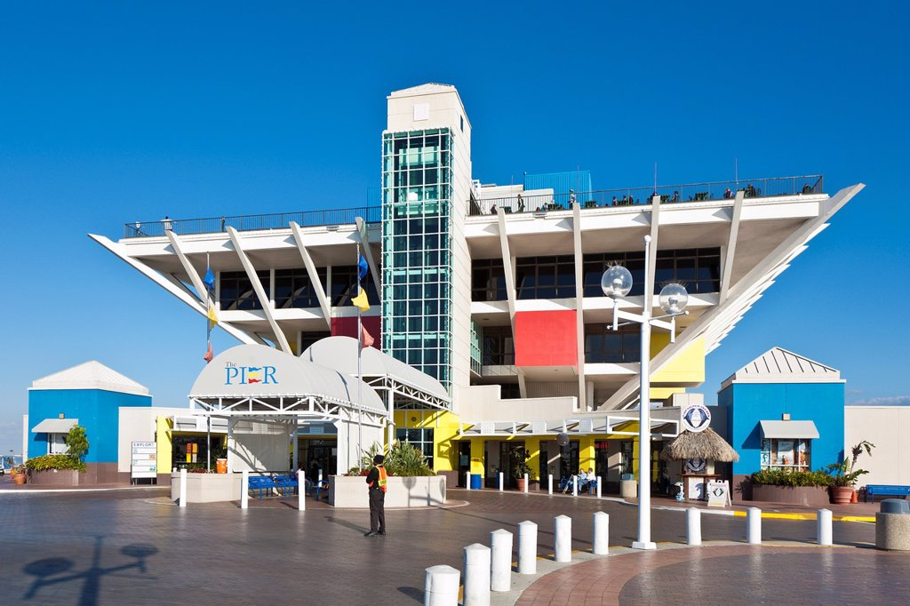 The St  Petersburg Pier contains an aquarium, shops and restaurants in downtown St  Petersburg, FL : Stock Photo