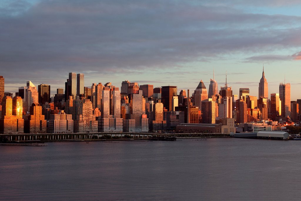 Stock Photo: 1566-1136484 MIDTOWN SKYLINE HUDSON RIVER MANHATTAN NEW YORK CITY USA