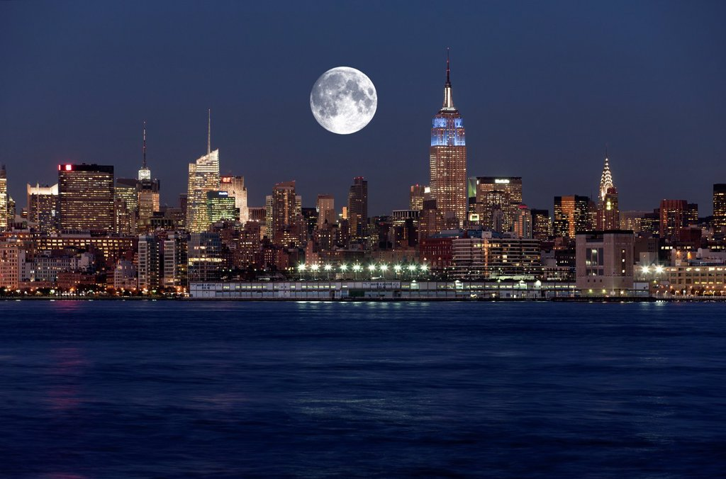 EMPIRE STATE BUILDING MIDTOWN SKYLINE HUDSON RIVER MANHATTAN NEW YORK CITY USA : Stock Photo