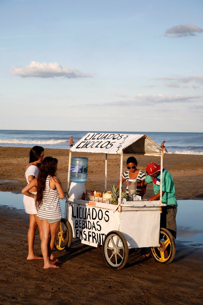 Stock Photo: 1566-1137377 Fruit juice stall on the beach, Mar de las Pampas, Argentina