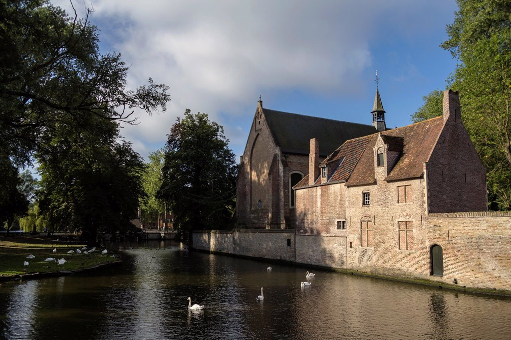 Stock Photo: 1566-1138666 Canal near the Begijnhof, Bruges, Belgium