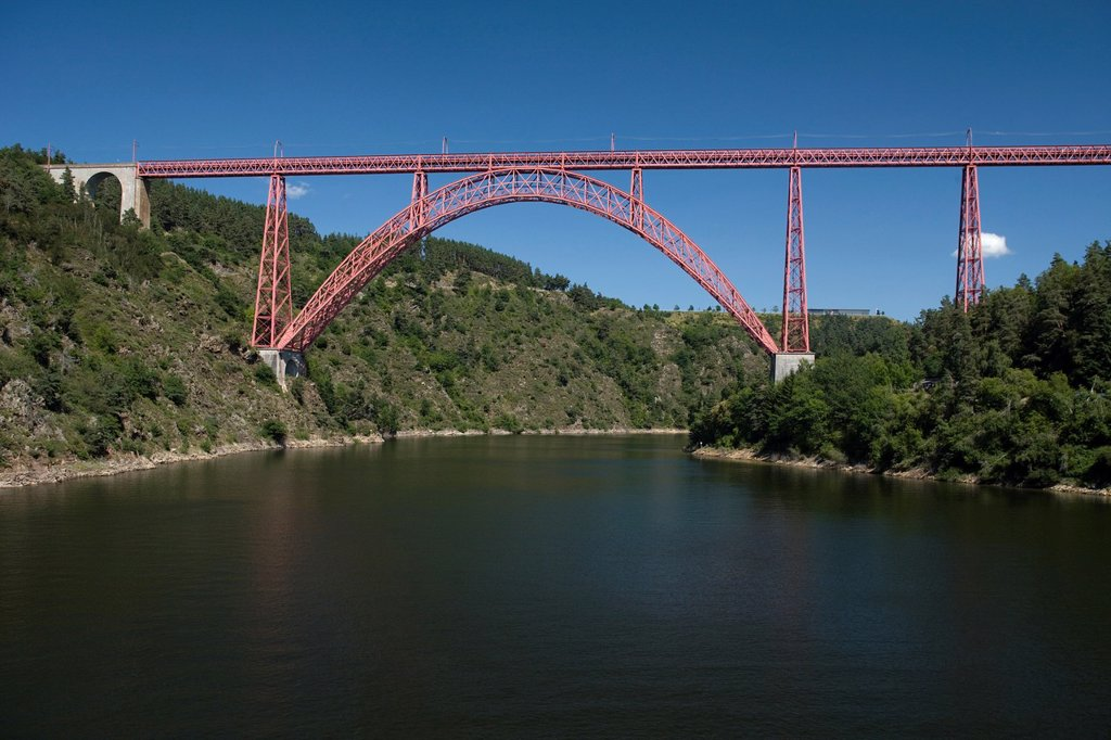 GARABIT VIADUCT  RIVER TRUYERE GORGE RUYNES EN MARGERIDE CANTAL AUVERGNE FRANCE : Stock Photo