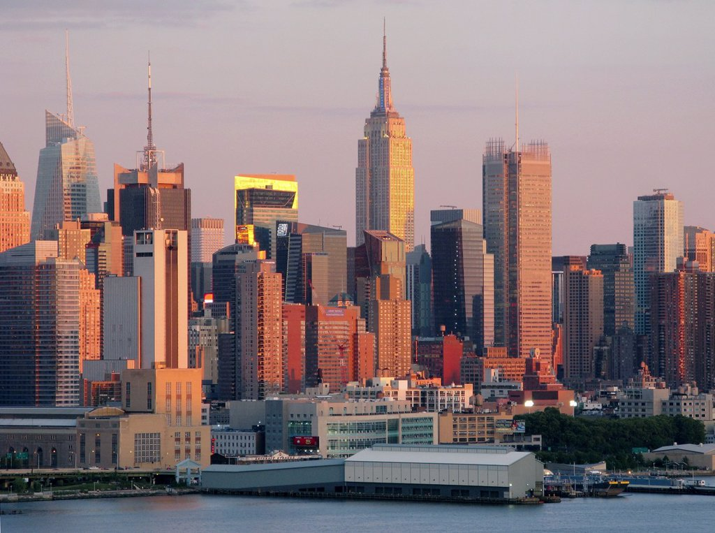 Stock Photo: 1566-1143601 EMPIRE STATE BUILDINGSKYLINE HUDSON RIVER MANHATTAN NEW YORK CITY USA