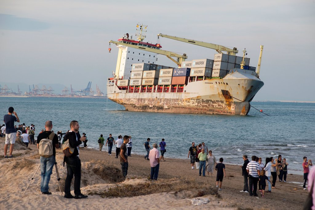 Stock Photo: 1566-1144704 People come to Saler for vessels stranded on the sand, El Saler, Valencia, Spain, Europe