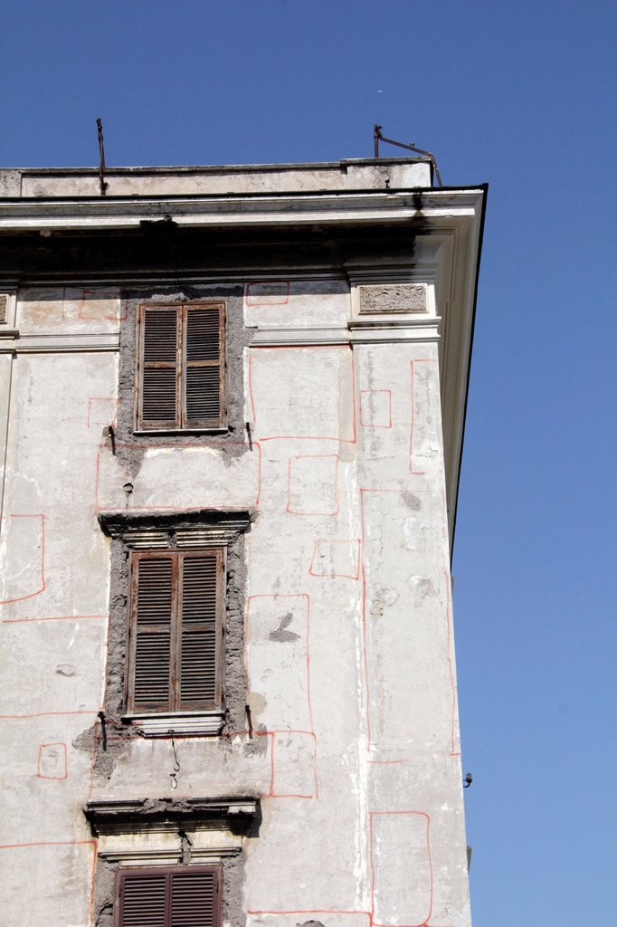building being renovated in the testaccio area of rome italy : Stock Photo