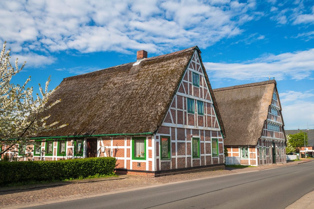 Stock Photo: 1566-1146686 Traditional timbered and thatched houses in Jork, Lower Saxony, Germany, Europe