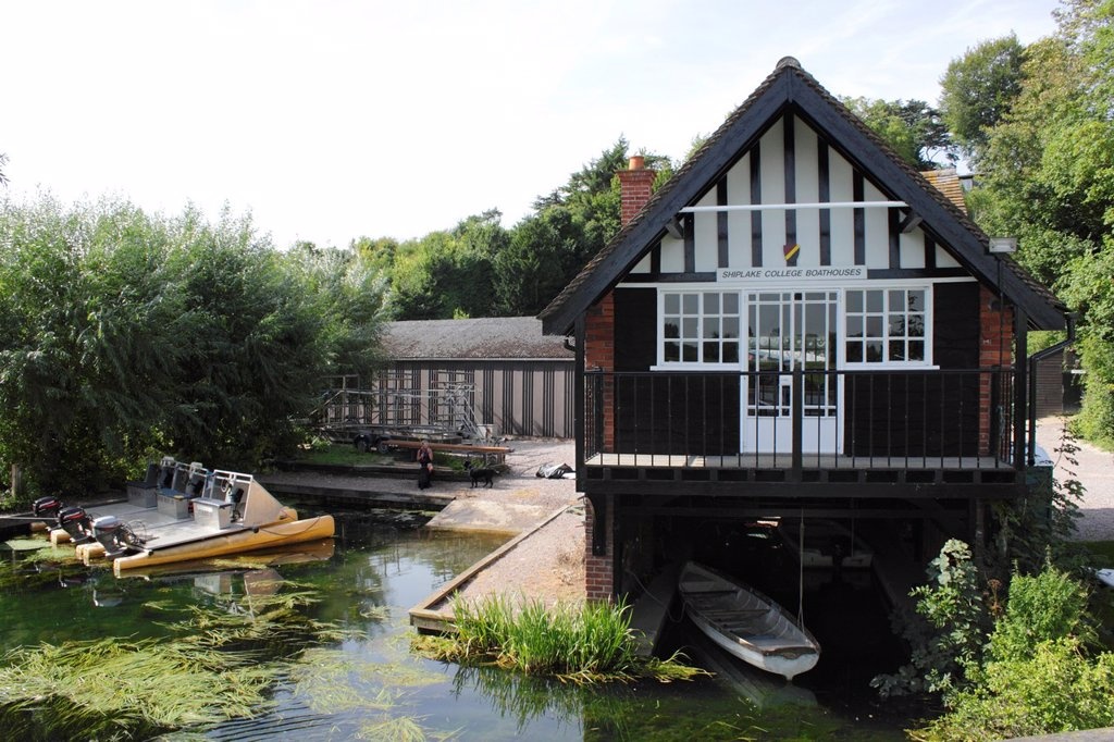 Shiplake College Boathouse by the River Thames South Oxfordshire : Stock Photo