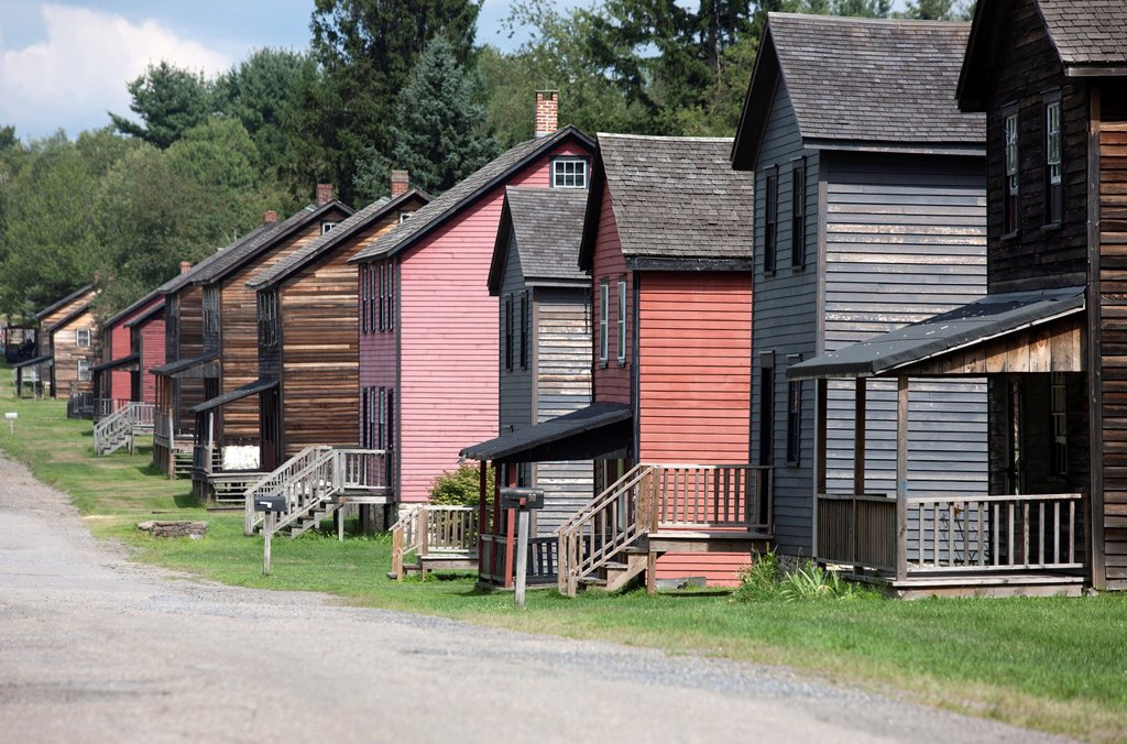 ROWS OF HOMES HISTORIC ECKLEY MINERS VILLAGE MUSEUM WEATHERLY POCONOS PENNSYLVANIA USA : Stock Photo
