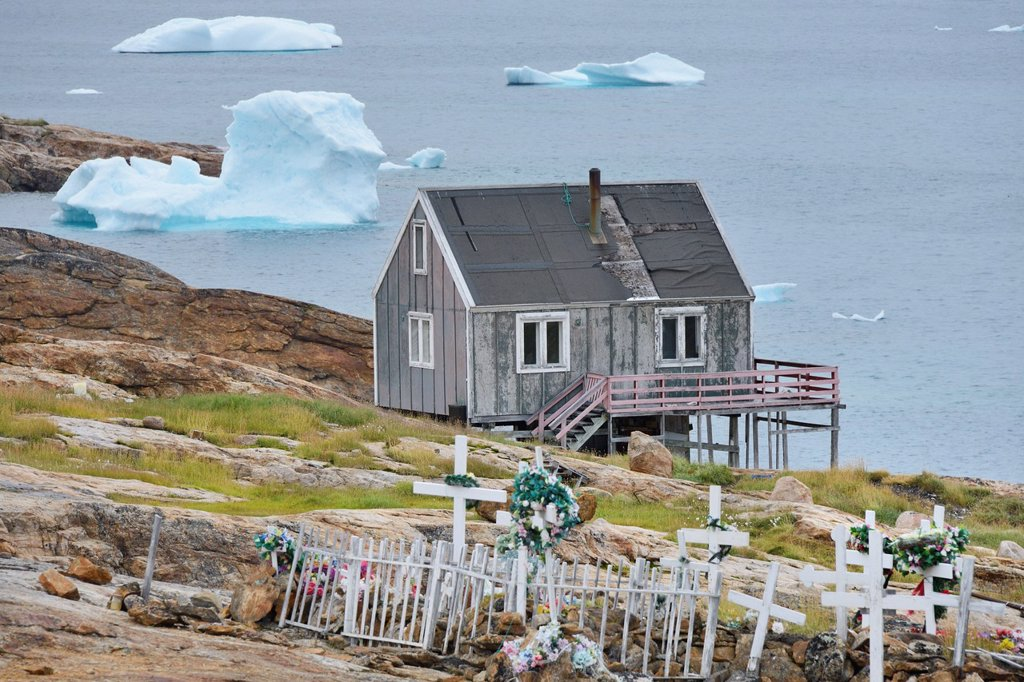 Stock Photo: 1566-1150219 Greenland, Baffin Bay, Nutaarmiut, The graveyard and village