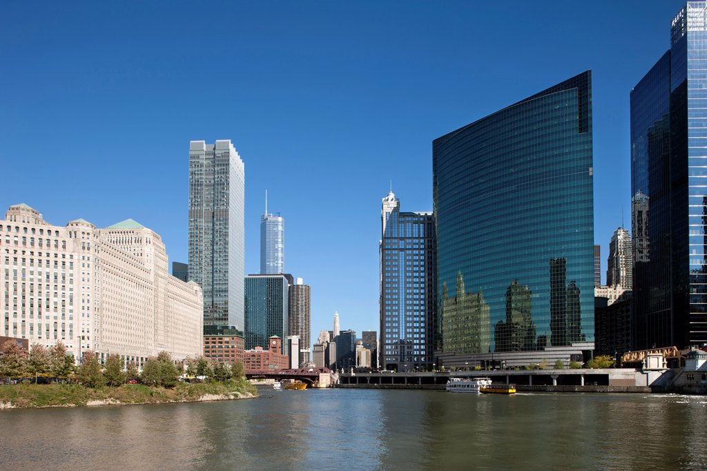 Stock Photo: 1566-1151340 NORTH LOOP SKYLINE DOWNTOWN CHICAGO ILLINOIS USA
