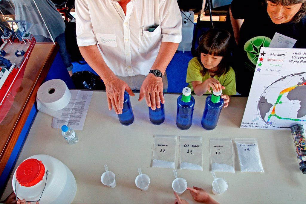 Stock Photo: 1566-1151533 Experiment, party Scientific and Tecnologia´12, Barcelona, Catalonia, Spain