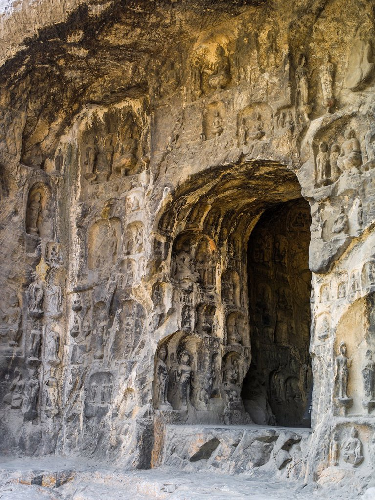 Stock Photo: 1566-1155110 The grottoes were started around the year 493 when Emperor Xiaowen of the Northern Wei Dynasty 386-534 moved the capital to Luoyang and were continuously built during the 400 years until the Northern Song Dynasty 960-1127  The scenery measures 1,000 metre. The grottoes were started around the year 493 when Emperor Xiaowen of the Northern Wei Dynasty 386-534 moved the capital to Luoyang and were continuously built during the 400 years until the Northern Song Dynasty 960-1127  The scenery measures