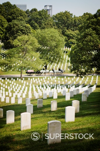 Stock Photo: 1566-1155886 Grave stones in line at Arlington Cemetary, USA