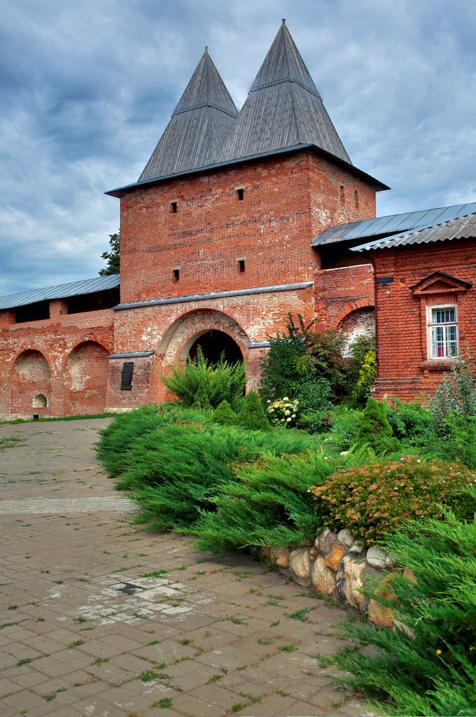 Stock Photo: 1566-1156067 Walls and towers of Zaraysk Kremlin, Zaraysk, Moscow region, Russia